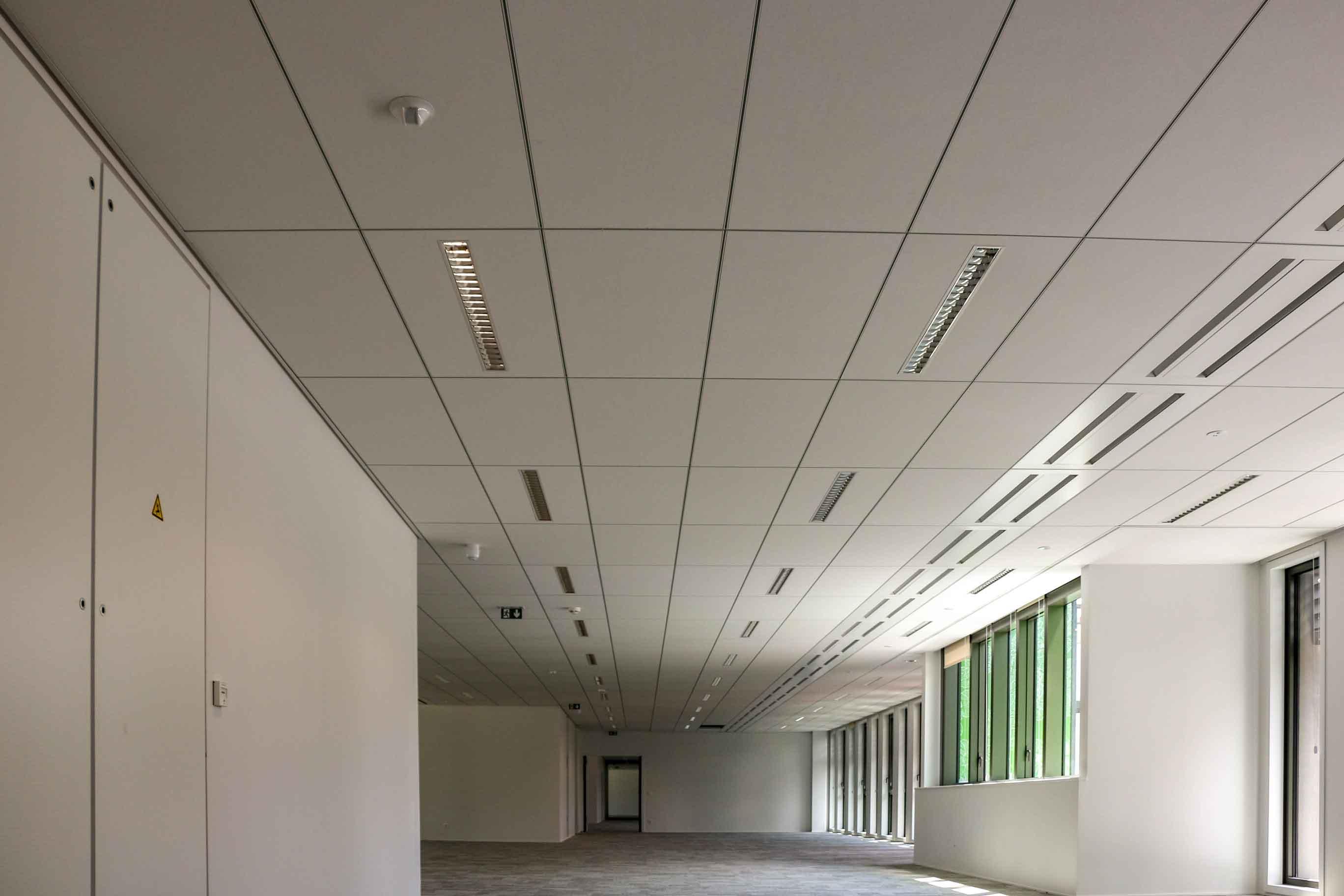 Plafond Fineline Silvae Plafonds Decoratifs Acoustiques Langlois Sobreti Idf 1312