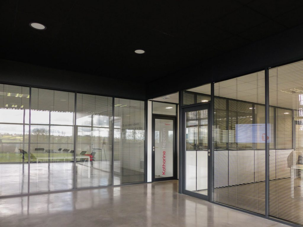 Plafonds Suspendus Noir Blanc Cloisons Amovibles Vitrees Couvre Joint Stores Filtre Guerin Langlois Sobreti Bayeux