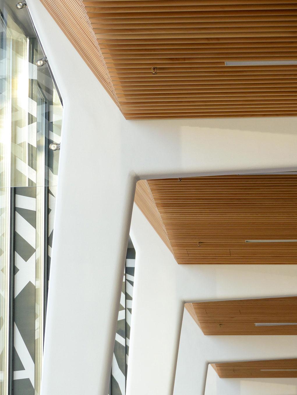 Langlois Sobreti Idf Porte Expo Versailles Plafonds Suspendu Bois Laudescher Lauder Linea