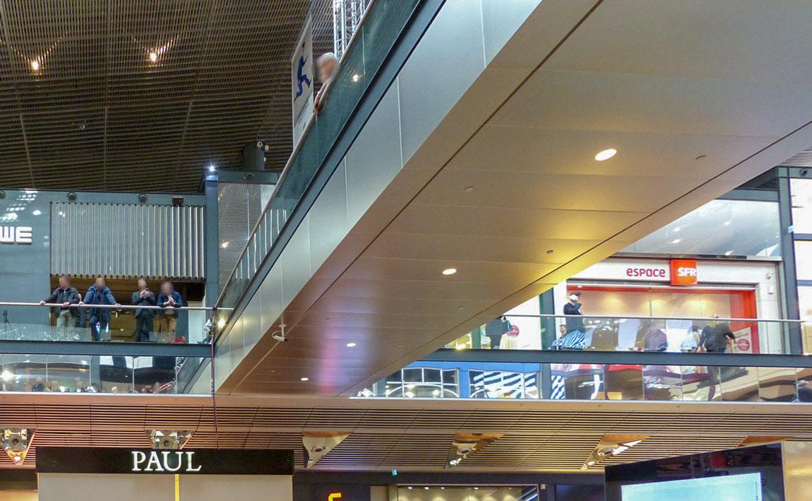 Langlois Sobreti Paris Centre Commercial Euralille Lille Plafond Rampant Ventelle Alu Plafond Resille