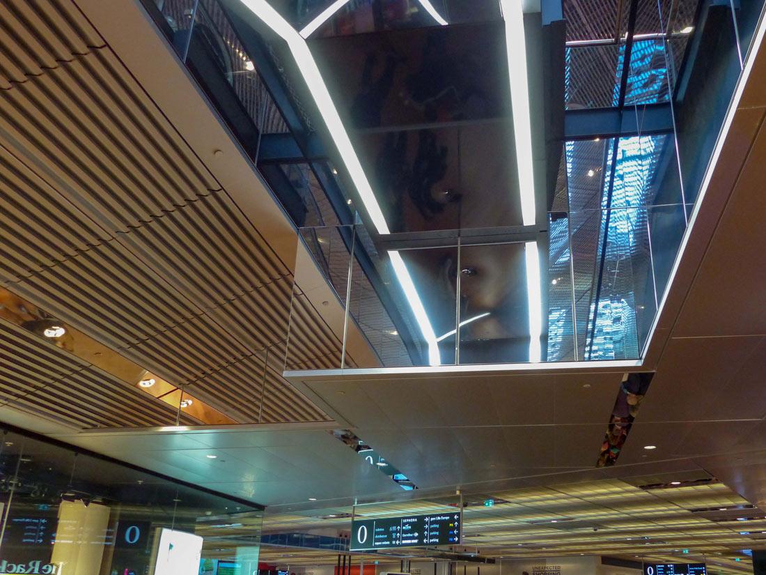 Langlois Sobreti Paris Centre Commercial Euralille Lille Plafond Rampant Ventelle