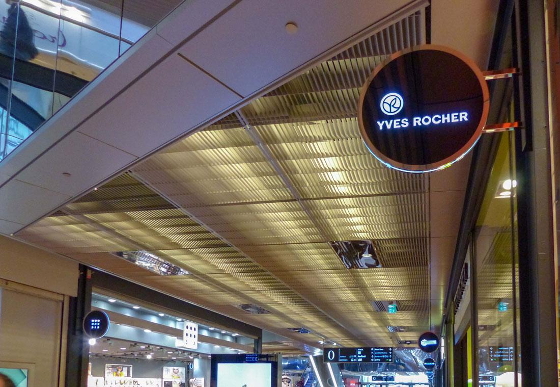 Langlois Sobreti Paris Centre Commercial Euralille Lille Plafond Resille Anodise