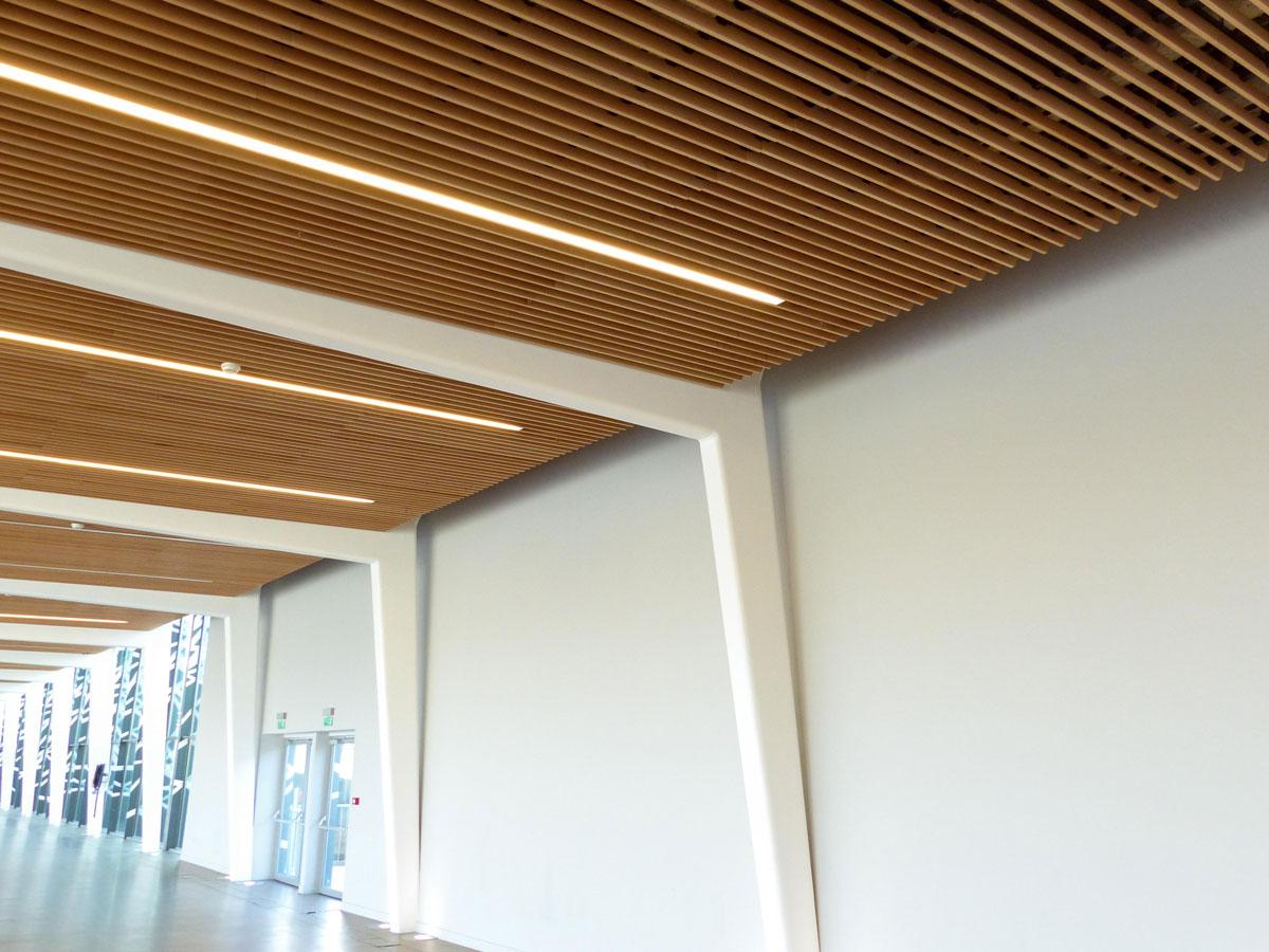 Langlois Sobreti Idf Porte Expo Hall Plafond Bois Laudescher Lauder Linea Insertion Luminaire