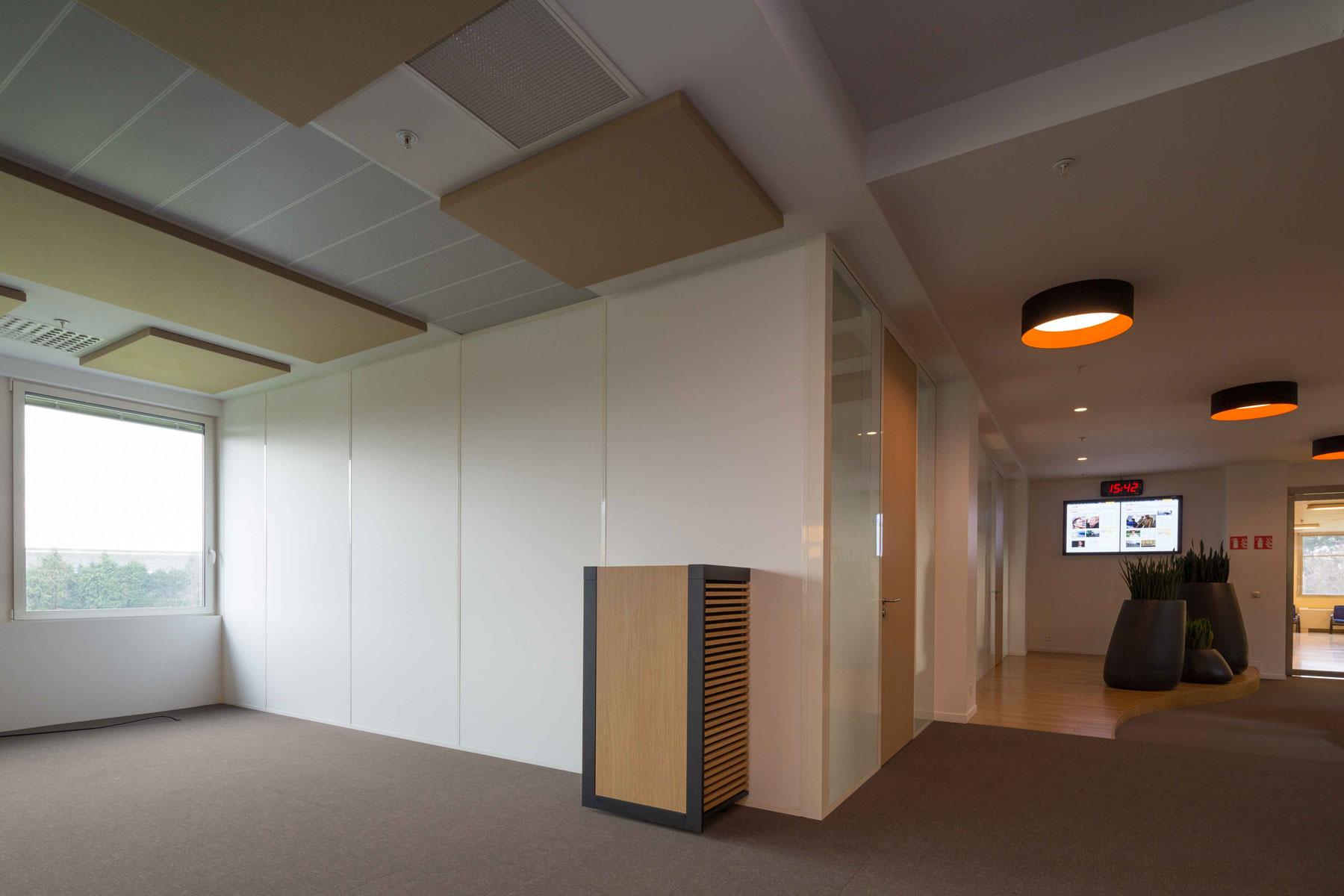Plafond métallique - Cloisons amovibles pleines - panneaux acoustiques - plancher technique - Locaux Ouest France