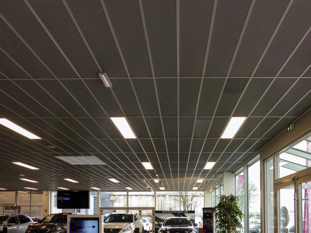 Plafond Suspendu Bac Metal Etire Axmetal Gris Bord Feuillures Garage Nedelec Concarneau Langlois Sobreti Quimper