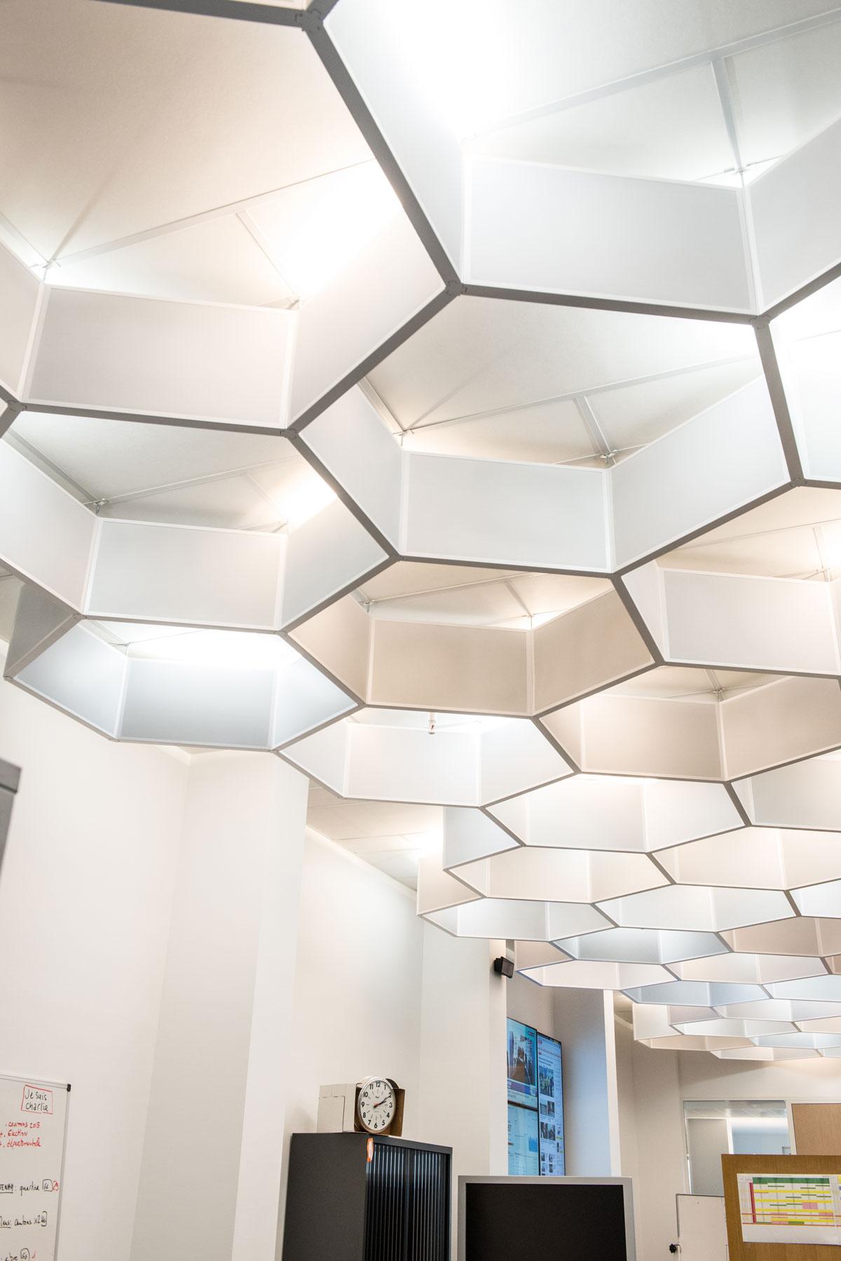 Plafonds Specifiques | Nid Abeille | Plafond Acoustique Ouest France Zoom Alcove Langlois Sobreti Rennes