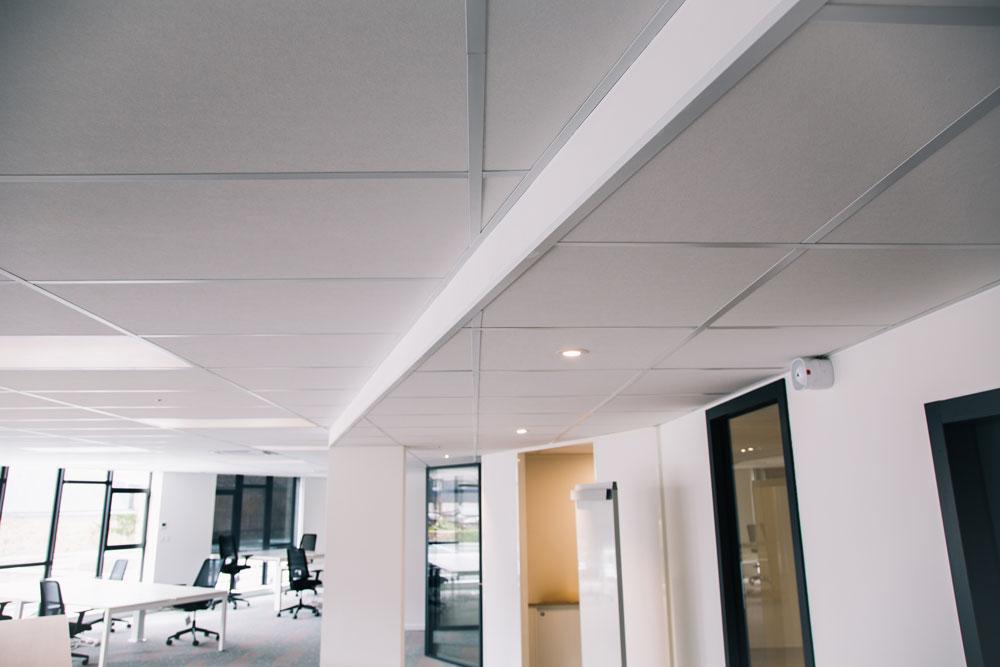 Plafonds Suspendus Blanc Jouee Mineral Open Space Langlois Sobreti Influence